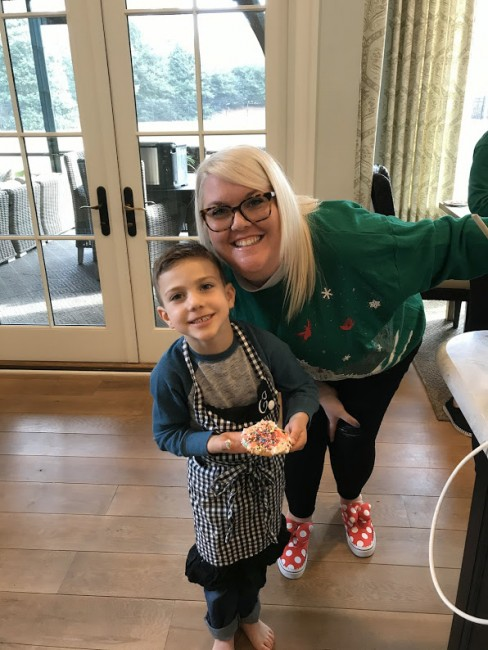 Every year, Alex and her two step-sisters compete in a Christmas cookie bake-off. She may not have won last year, but she and Anderson had a good time!
